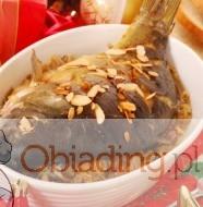 pieczony karp z orzechami i migdałami